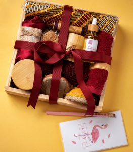 An image of our 100% customizable grande gift box for her and its contents